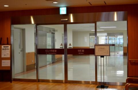 病院の玄関