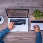 金儲けのために男が女になりきってブログ運営?